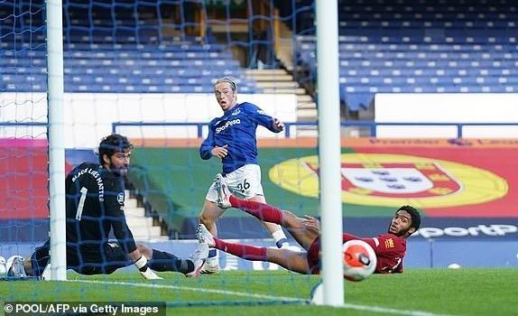Salah dự bị, Liverpool không thắng vẫn tiến sát ngôi vương - ảnh 6