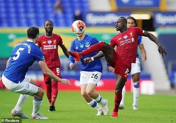 Salah dự bị, Liverpool không thắng vẫn tiến sát ngôi vương - ảnh 3