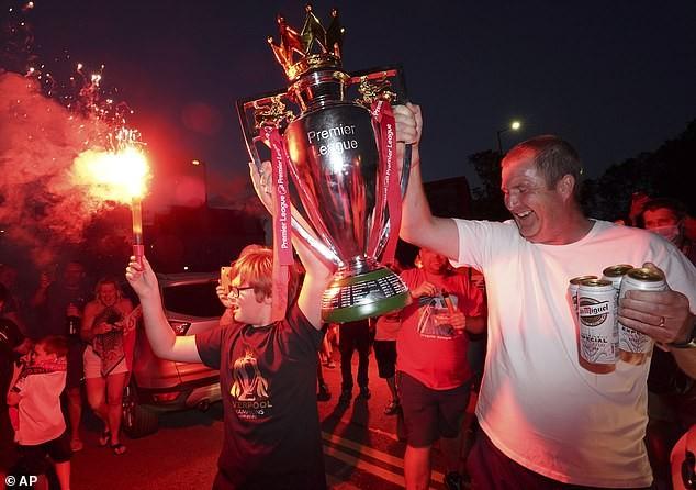 HLV Jurgen Klopp rơi nước mắt trong ngày Liverpool vô địch - ảnh 3