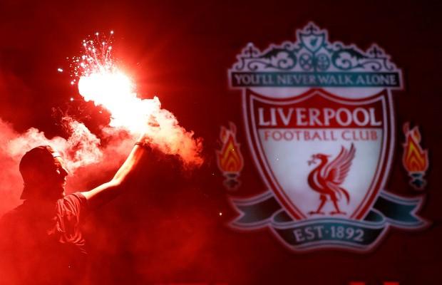 Bất chấp dịch COVID-19, fan Liverpool vẫn đổ ra đường ăn mừng - ảnh 10