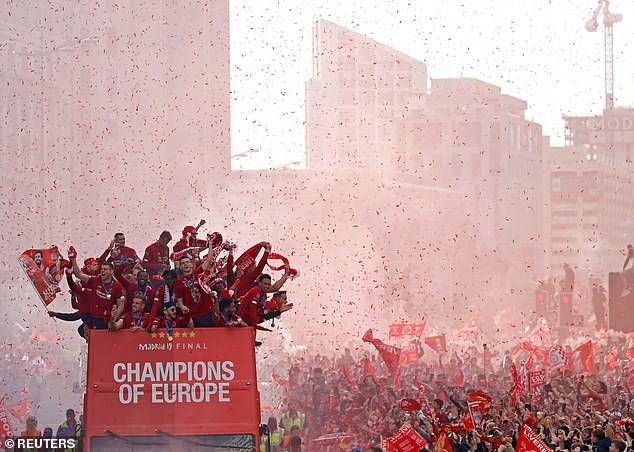 Các cầu thủ Chelsea sẽ chứng kiến Liverpool nâng cúp vô địch - ảnh 1