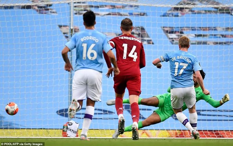Cựu vương 'hủy diệt' tân vương, Liverpool đau trong ngày vui - ảnh 3