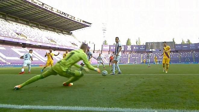 Thắng nhọc Valladolid, Barcelona níu hi vọng vô địch La Liga - ảnh 1
