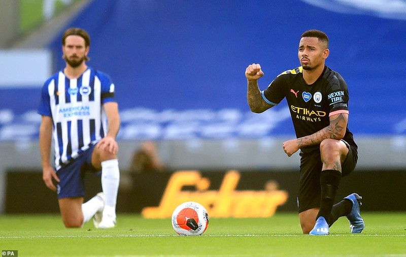 Thắng 'bàn tay nhỏ', Man City chính thức buông Premier League - ảnh 2