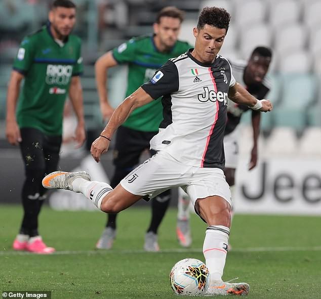 Ronaldo lập 'cú đúp' 11m giải cứu Juventus - ảnh 1