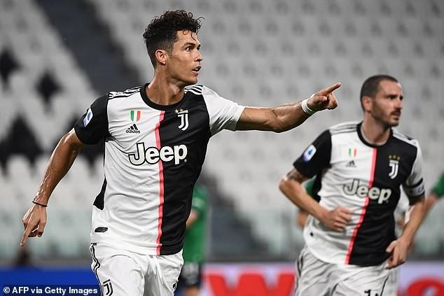 Ronaldo lập 'cú đúp' 11m giải cứu Juventus - ảnh 4