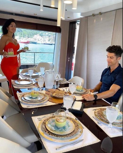 Bên trong siêu du thuyền 5,5 triệu bảng Anh của Ronaldo - ảnh 13