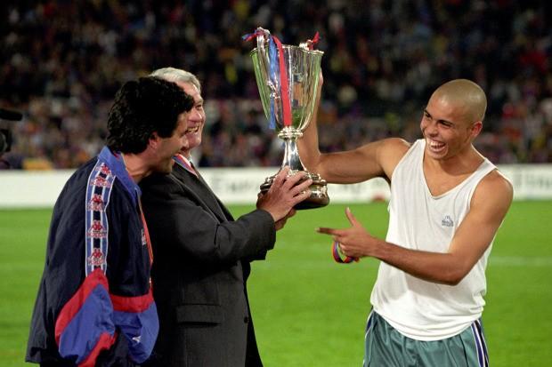 Mourinho: Ronaldo Nazario là cầu thủ hay nhất mà tôi từng thấy - ảnh 1