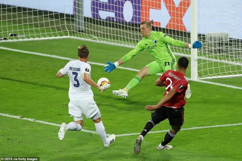 Bị từ chối hai bàn thắng, MU vất vả vào bán kết Europa League - ảnh 2