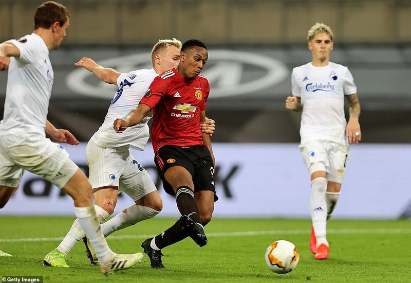 Bị từ chối hai bàn thắng, MU vất vả vào bán kết Europa League - ảnh 1