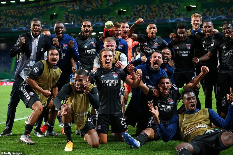 Siêu dự bị ghi 2 bàn, Lyon loại Man City khỏi Champions League - ảnh 8
