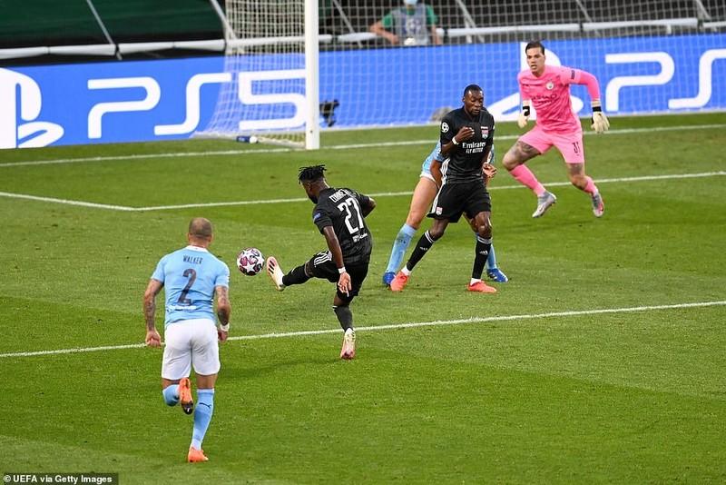 Siêu dự bị ghi 2 bàn, Lyon loại Man City khỏi Champions League - ảnh 3