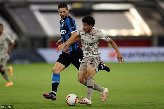 2 'cú đúp', 1 'bàn tay nhỏ', Inter vào chung kết Europa League - ảnh 2