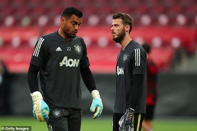 MU chính thức ký hợp đồng với thủ môn tuyển Anh - ảnh 3