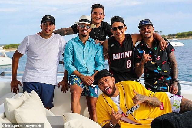 Neymar, Di Maria nhiễm COVID-19, bóng đá châu Âu rúng động - ảnh 1