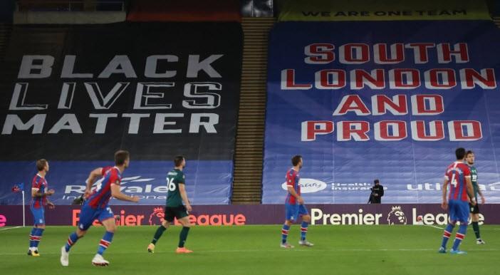 Bị người hâm mộ phản đối, Premier League thay đổi lịch thi đấu - ảnh 1
