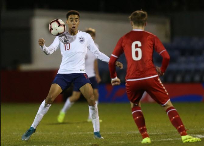 Tuyển Anh và Đức giành sao trẻ vừa ghi bàn lịch sử cho Bayern - ảnh 2