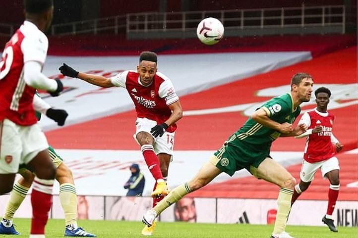 Arsenal bay vào Top 4 Premier League, Leicester City thua sốc - ảnh 1