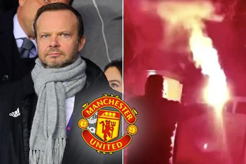 Lo sợ fan tấn công, MU cử người bảo vệ nhà riêng Ed Woodward - ảnh 1