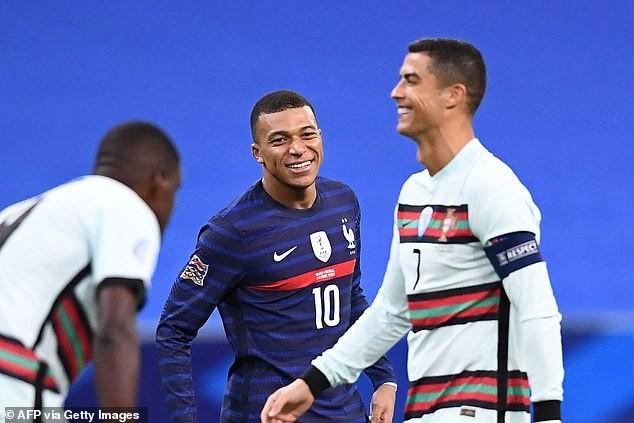 Hai nhà vô địch Pháp và Bồ Đào Nha chia điểm, Ý hòa nhạt - ảnh 5