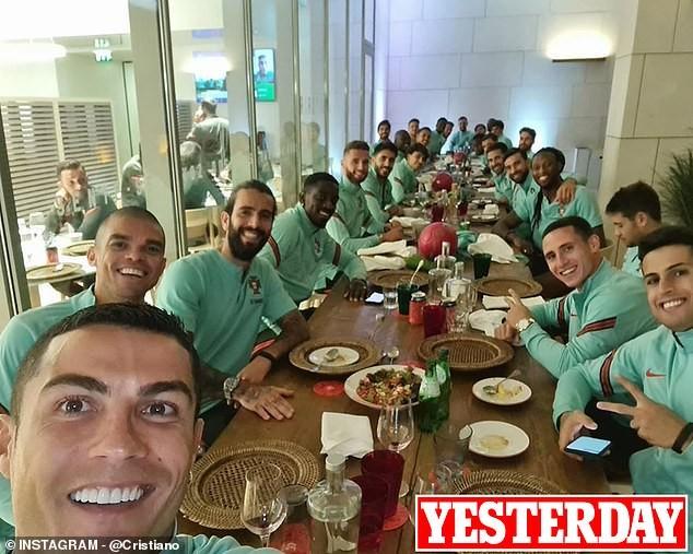 Nóng: Ronaldo mắc COVID-19, rời tuyển Bồ Đào Nha ngay lập tức - ảnh 2