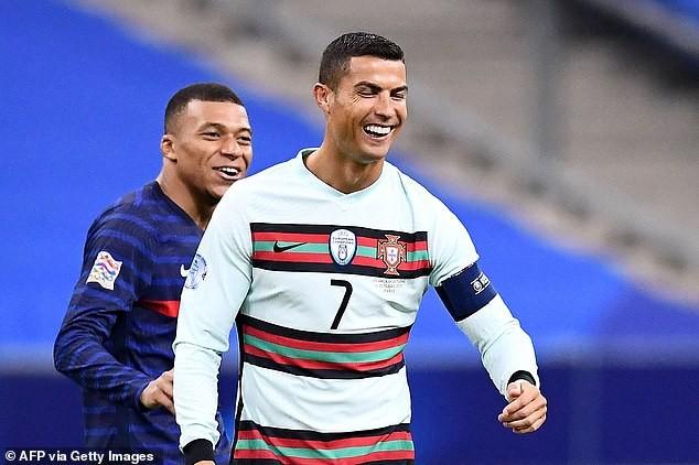 Nóng: Ronaldo mắc COVID-19, rời tuyển Bồ Đào Nha ngay lập tức - ảnh 1