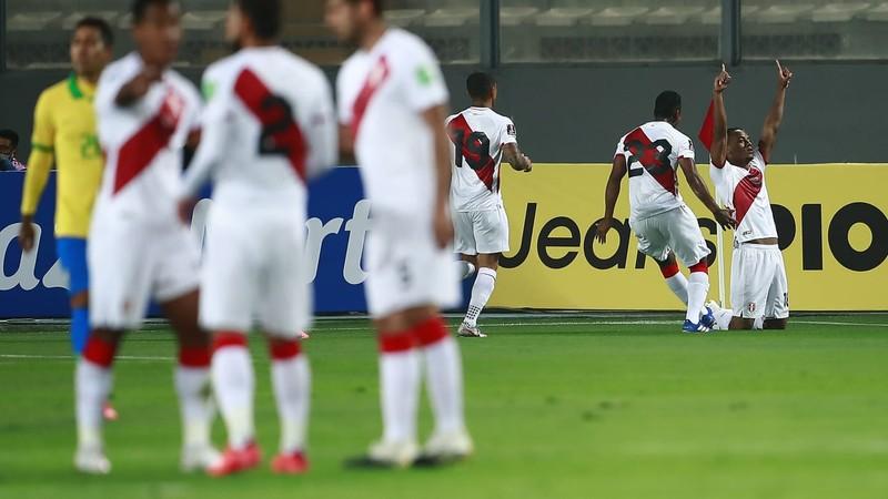 Neymar ranh ma kiếm 11m lập hat-trick, Brazil thắng ngược Peru - ảnh 1