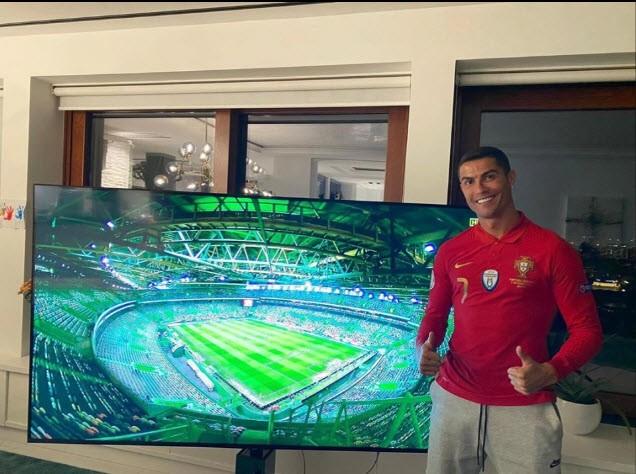 Ronaldo chỉ cách ăn sạch sống khỏe phòng tránh COVID-19 - ảnh 1