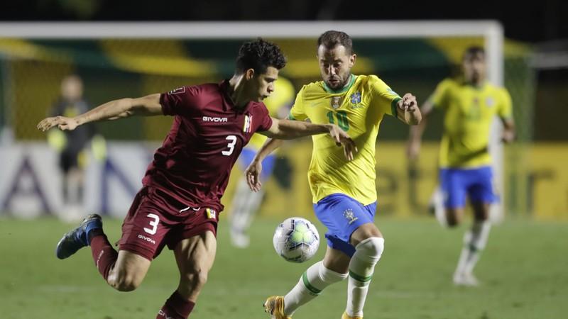 Neymar đi vắng, Brazil vẫn thắng để vượt qua Argentina - ảnh 1