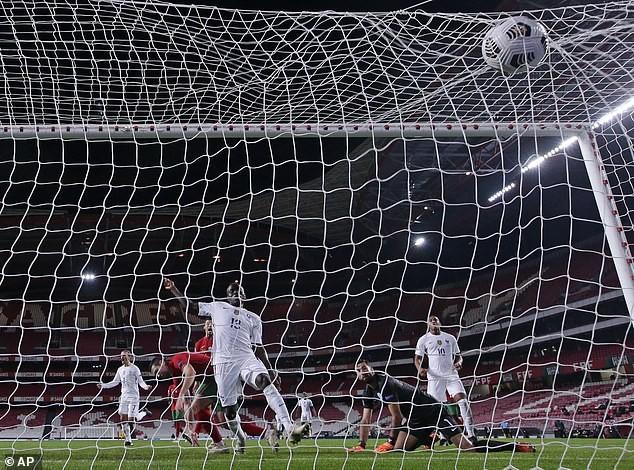 Tuyển Đức vô tình hưởng lợi lớn, Ronaldo thành cựu vương - ảnh 1