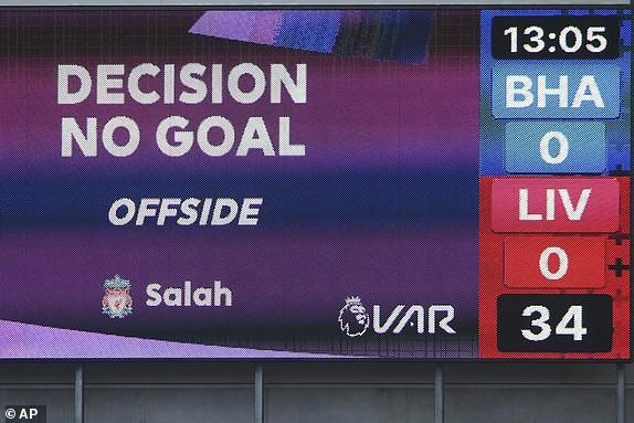 Bị gỡ phút 90+3 vì VAR, Liverpool vẫn lên đỉnh Premier League - ảnh 4