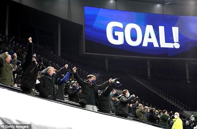 Son, Kane rực sáng, Tottenham hạ Arsenal lấy lại ngôi đầu - ảnh 1