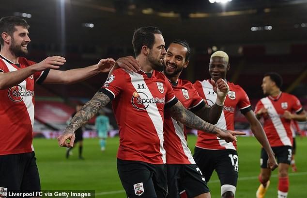 HLV Southampton quỵ gối khóc sau trận thắng lịch sử Liverpool - ảnh 3
