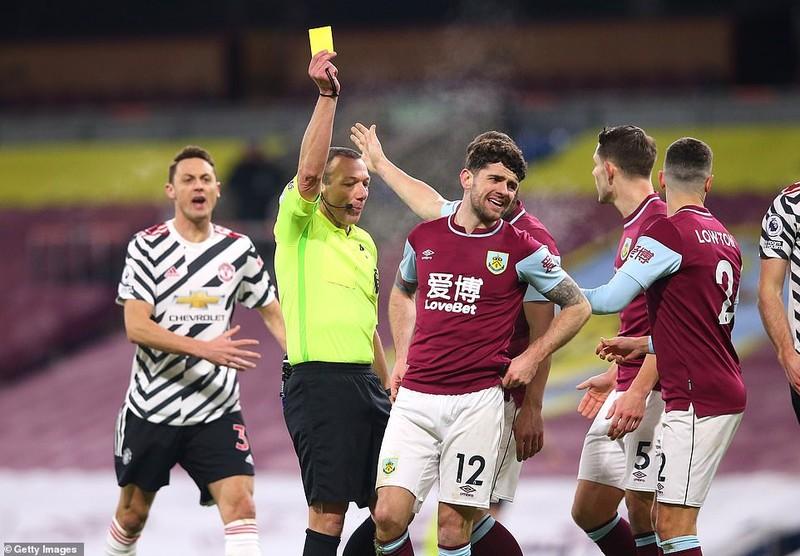 Những tranh cãi trong ngày MU lên đỉnh Premier League - ảnh 8