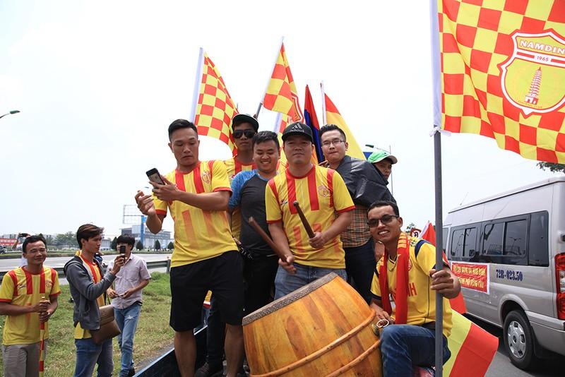 Thiên Trường 'dậy sóng' ngày khai mạc V-League 2021 - ảnh 3