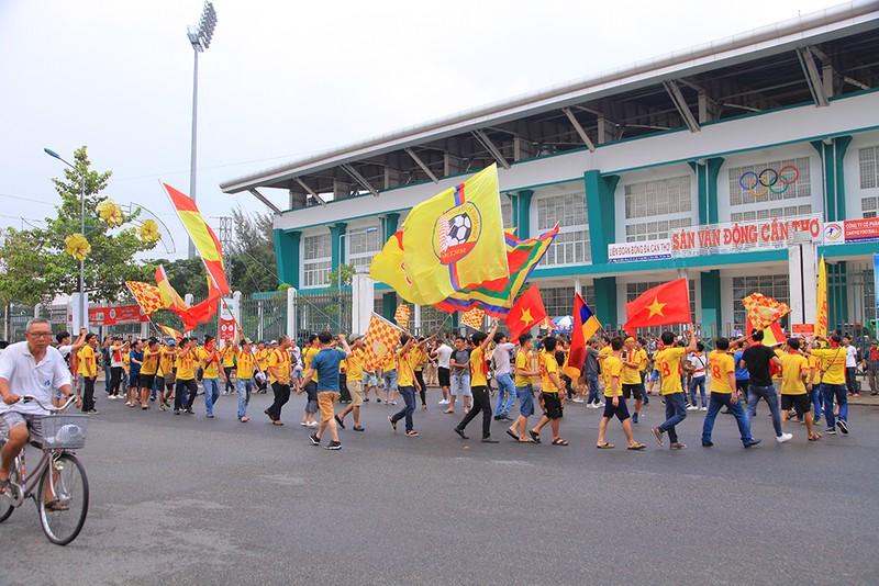 Thiên Trường 'dậy sóng' ngày khai mạc V-League 2021 - ảnh 11