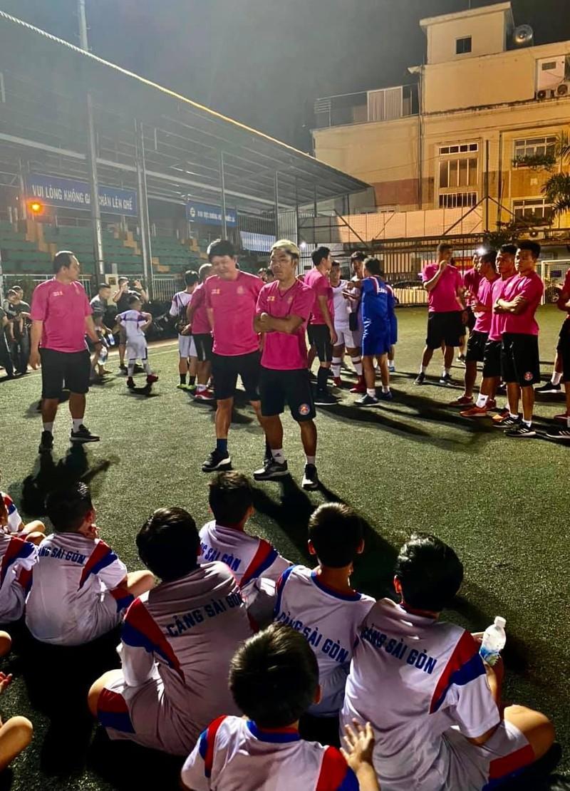 Hành động đẹp ngoài sân bóng của CLB Sài Gòn - ảnh 1