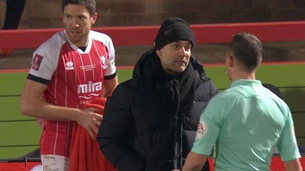 Man City suýt bị loại, Guardiola bị chế giễu - ảnh 2