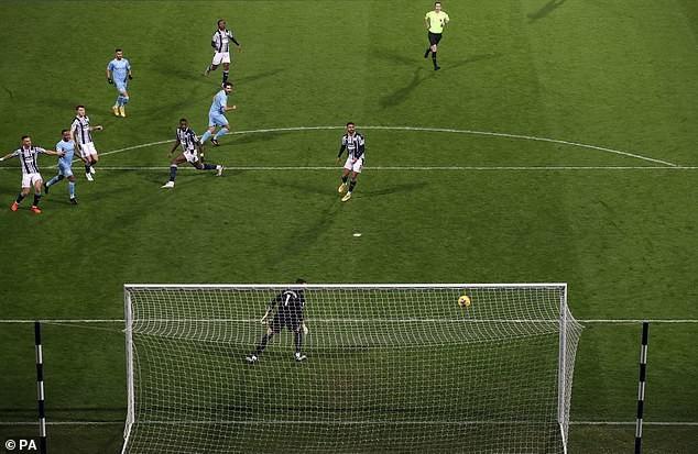 Pep Guardiola kêu gọi cầu thủ Man City bình tĩnh - ảnh 1