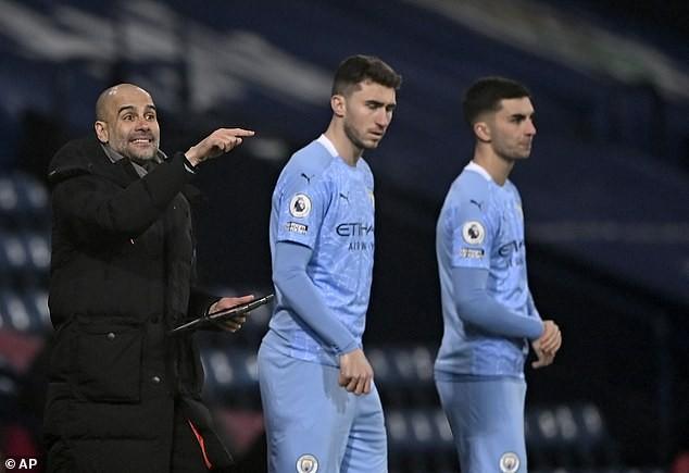 Pep Guardiola kêu gọi cầu thủ Man City bình tĩnh - ảnh 2