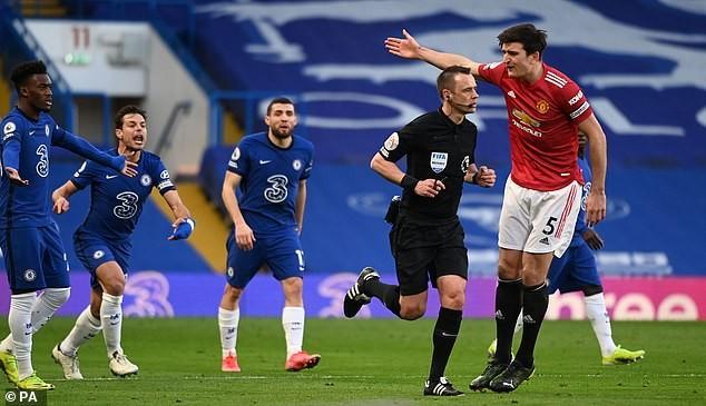 'Quy định' thổi phạt 11m khi bóng chạm tay ở Premier League - ảnh 2