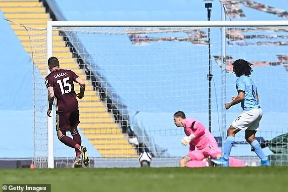 Địa chấn ở Etihad, Man City thua sốc 10 người của Leeds - ảnh 2