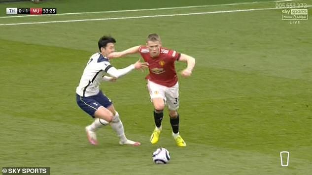 Tottenham thua MU, Son Heung-min chực khóc nói lời xin lỗi - ảnh 1