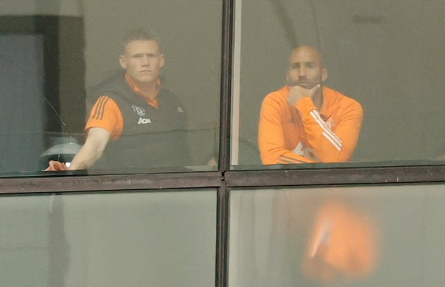 Cảnh sát hộ tống Manchester United rời Lowry - ảnh 5