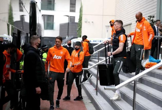 Cảnh sát hộ tống Manchester United rời Lowry - ảnh 7