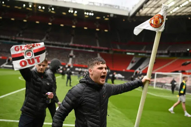 Cảnh sát hộ tống Manchester United rời Lowry - ảnh 14
