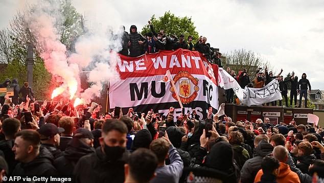 MU sẽ bị xử thua Liverpool vì để CĐV bạo loạn - ảnh 3