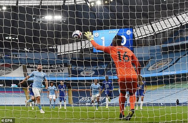 Man City lỡ cơ hội vô địch, Guardiola trách trọng tài và VAR - ảnh 1