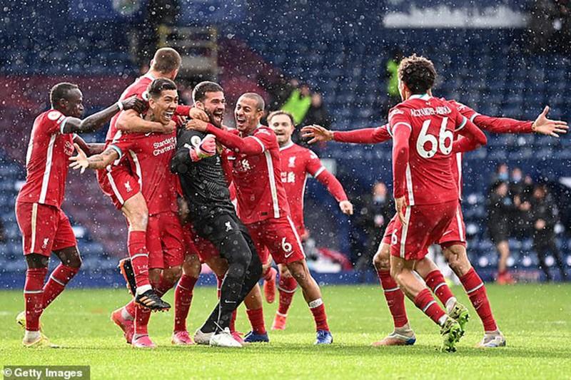 Thủ môn Alisson nói gì khi ghi bàn lịch sử cho Liverpool? - ảnh 2