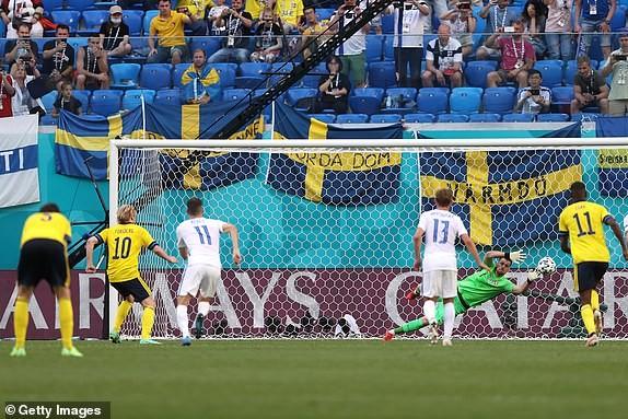 Quả phạt đền định đoạt kết quả trận Thụy Điển - Slovakia - ảnh 7
